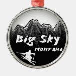 Esquiador artístico de Montana del cielo grande Adornos De Navidad
