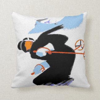 Esquiador de la nieve de la montaña almohadas