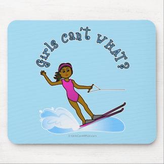 Esquiador de sexo femenino oscuro del agua alfombrilla de ratones