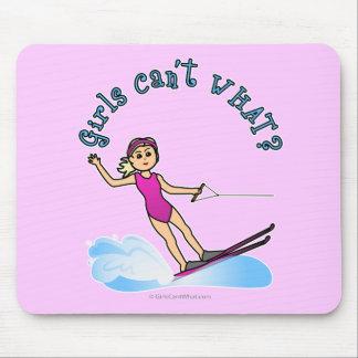 Esquiador de sexo femenino rubio del agua alfombrillas de raton