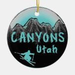Esquiador de Utah de los barrancos Adorno Navideño Redondo De Cerámica
