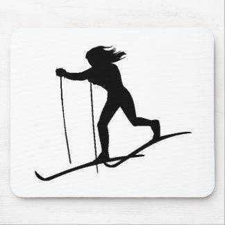 Esquiador del campo a través mousepad
