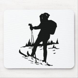 Esquiador del campo a través alfombrilla de ratones