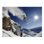 Esquiador en aire tarjeta postal