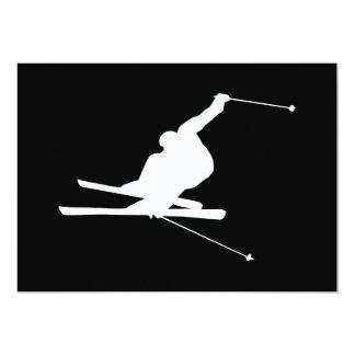 """Esquiador en declive blanco y negro invitación 5"""" x 7"""""""