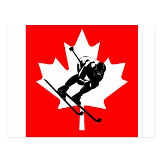 Esquiador en declive de la bandera de Canadá Postales