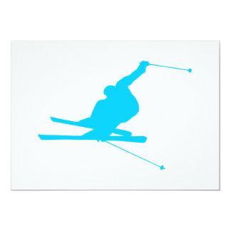 """Esquiador en declive del azul de la aguamarina invitación 5"""" x 7"""""""