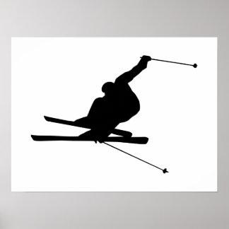 Esquiador en declive póster