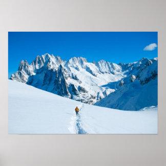 Esquiador en la montaña Vista Nevado Póster