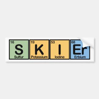 Esquiador hecho de elementos etiqueta de parachoque