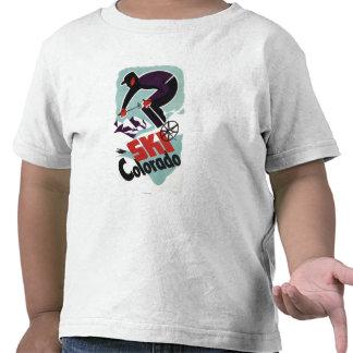 Esquiador negro y púrpura vestido camiseta