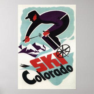 Esquiador negro y púrpura vestido póster