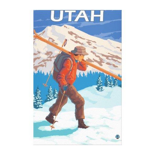 Esquiador que lleva SkisUtah Impresiones En Lona Estiradas