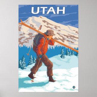 Esquiador que lleva SkisUtah Póster