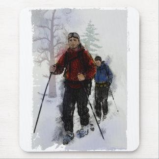 Esquiadores del campo a través mousepads