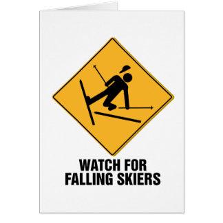 Esquiadores que caen tarjeta de felicitación
