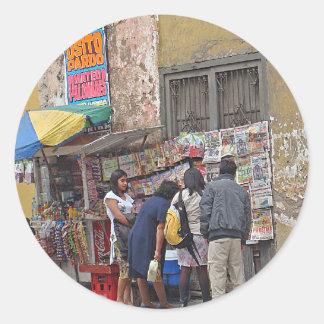 Esquina de calle en Perú Etiqueta Redonda