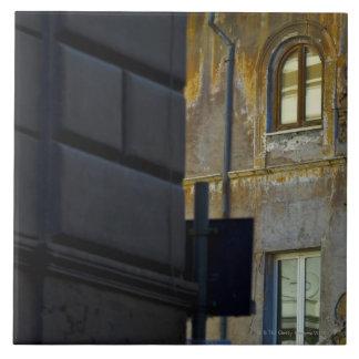 Esquina de calle en Roma, Italia Azulejo Cuadrado Grande
