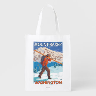 Esquís de la nieve del esquiador que llevan - bolsa para la compra