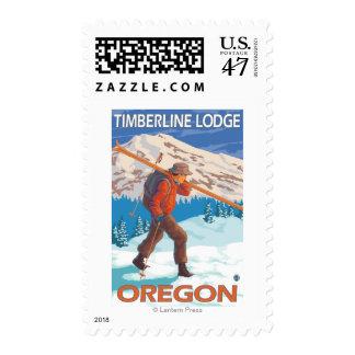 Esquís de la nieve del esquiador que llevan - casa sello postal