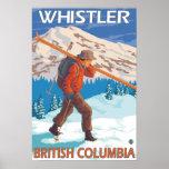 Esquís de la nieve del esquiador que llevan - marm impresiones