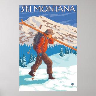 Esquís de la nieve del esquiador que llevan - Mont Póster