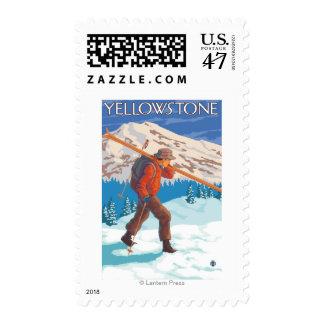 Esquís de la nieve del esquiador que llevan - timbres postales