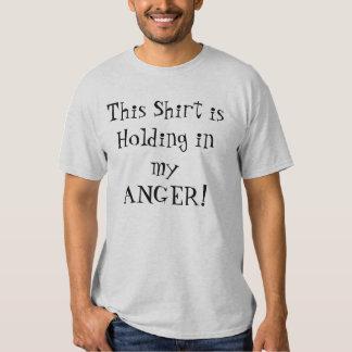 ¡Esta camisa se está sosteniendo en mi CÓLERA!