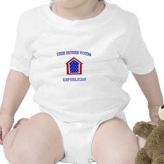 Esta casa vota al republicano trajes de bebé