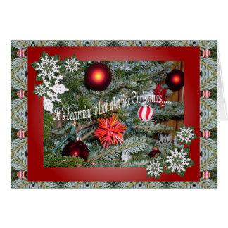 Está comenzando a parecer mucho navidad. tarjeta de felicitación