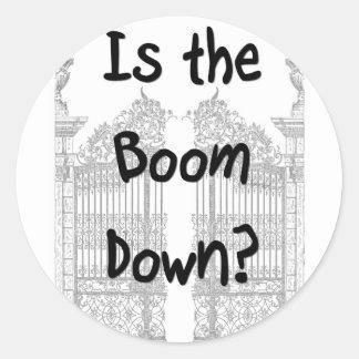 ¿Está el auge abajo? Palabras con las puertas Pegatina Redonda