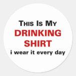 Ésta es mi camisa de consumición pegatina redonda