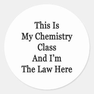 Ésta es mi clase de química y soy la ley aquí etiqueta