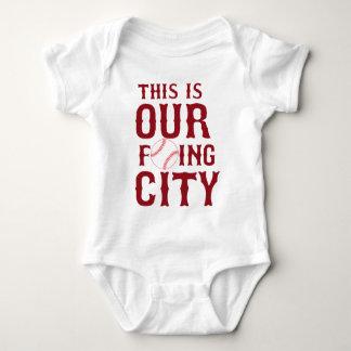 ÉSTA ES NUESTRA CIUDAD Boston de F'ING Body Para Bebé
