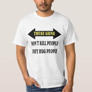 Esta gente del abrazo de los armas polera