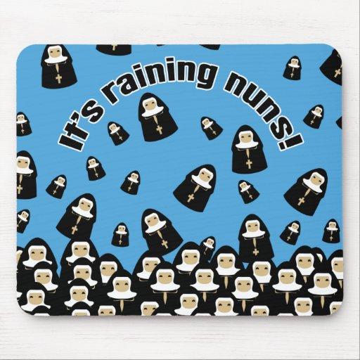 Está lloviendo a monjas tapete de ratón