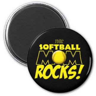 Esta mamá del softball oscila copy.png imán redondo 5 cm