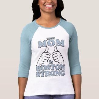 Esta MAMÁ es Boston fuerte Camiseta