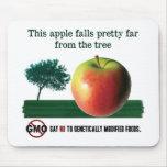 Esta manzana cae bonito lejos del árbol. NINGÚN GM Tapete De Raton