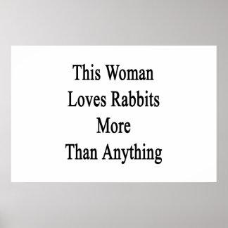 Esta mujer ama conejos más que cualquier cosa posters