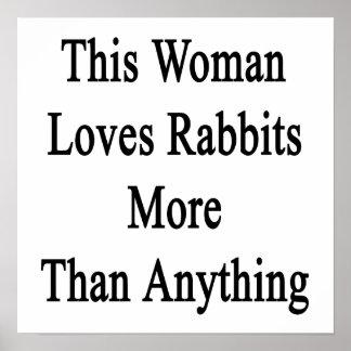Esta mujer ama conejos más que cualquier cosa poster