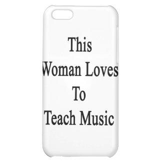 Esta mujer ama enseñar a música