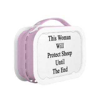 Esta mujer protegerá ovejas hasta el extremo