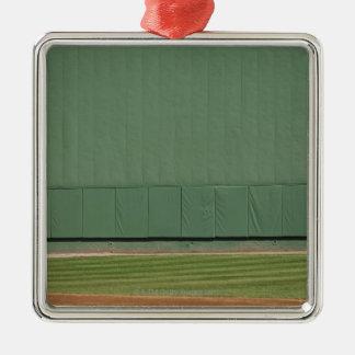 Esta pared se conoce como 'el monstruo verde. adorno navideño cuadrado de metal