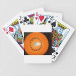Está sobre imagen del disco del viaje del tiempo barajas de cartas