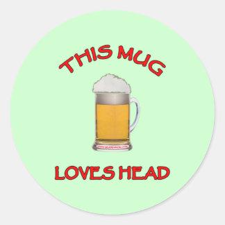 Esta taza ama la cabeza pegatina redonda