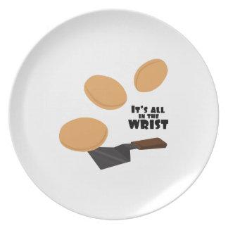 Está todo en la muñeca plato de comida