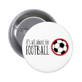 Está todo sobre el fútbol pin redondo de 2 pulgadas
