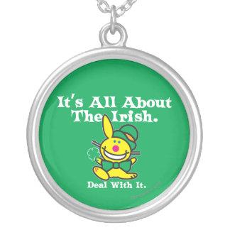 Está todo sobre el irlandés (el verde) joyeria personalizada
