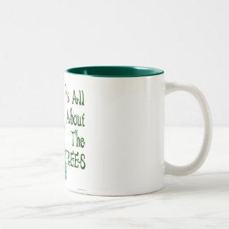 Está todo sobre el lema verde de los árboles taza de dos tonos